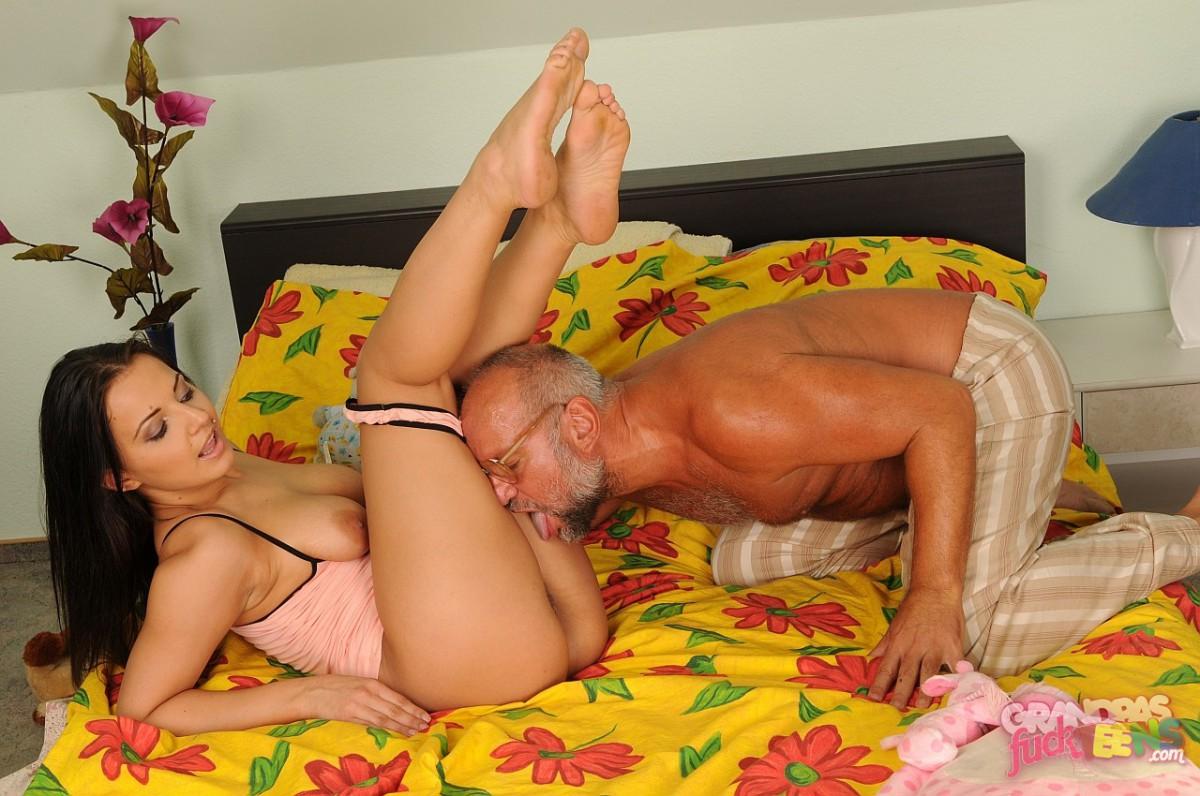 Смотреть порно видео с дедушками